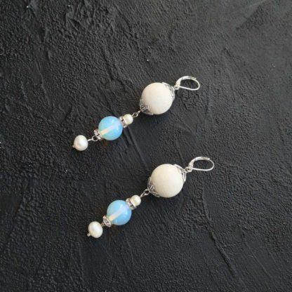 Сережки з білим коралом купити
