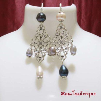 Асиметричні сережки з натуральними перлами купити
